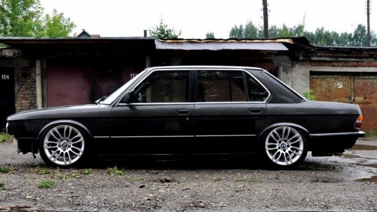 Продажа BMW 5 series 1984 (бензин, МКПП) — с историей обслуживания
